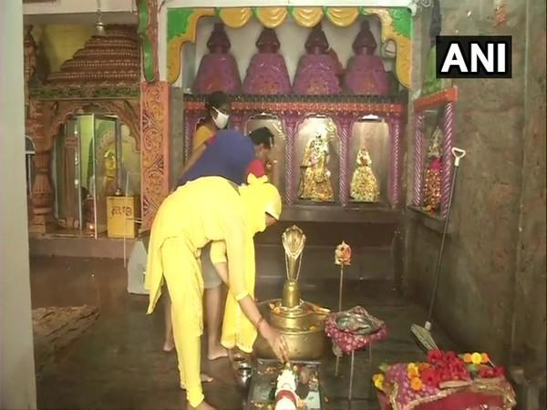 Karnataka Deputy CM offers prayers at Tirunallar