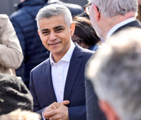 UPDATE 1-London, New York mayors urge cities to divest from fossil fuels