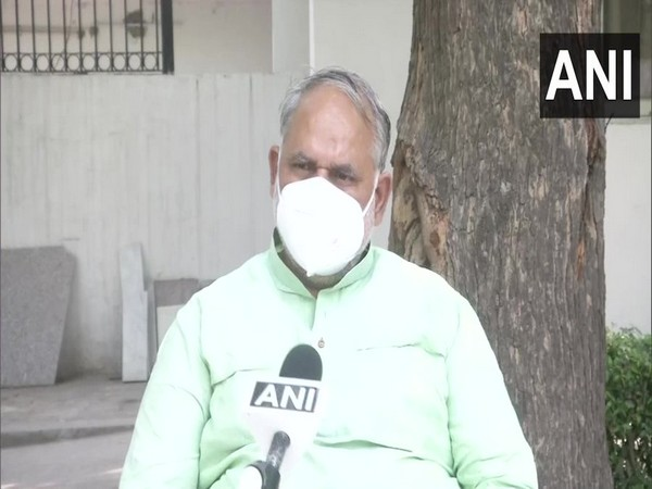 Delhi: 23 COVID-19 patients admitted in Hindu Rao Hospital leave without informing facility