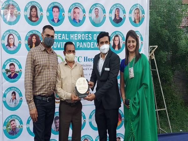 Surat's IDCC hospital, Shri Vashisht Group of Schools jointly organised unique honours program 'Real Heroes'