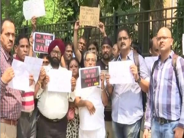 Maharashtra: PMC bank account holders protest outside Mumbai's Esplanade Court