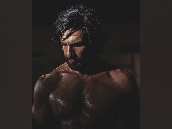 Ranveer Singh flaunts chiselled physique in latest Instagram post: 'Monday Motivation'