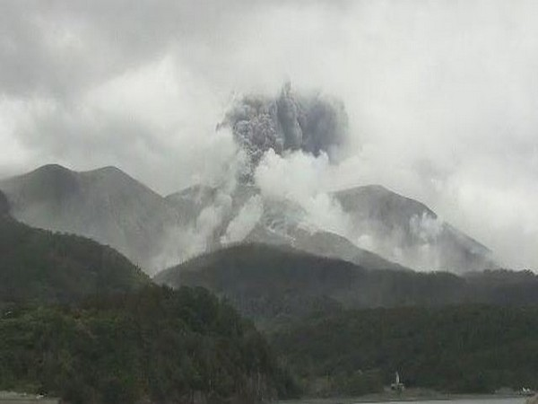 NZ PM says recovery teams hoping to access White Island volcano on Wednesday