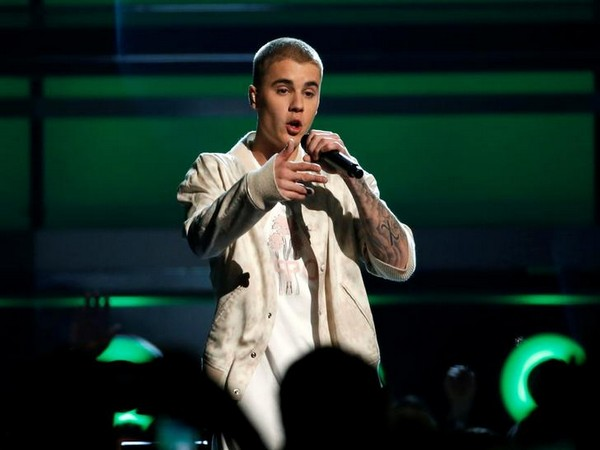 Justin Bieber holds private concert for students of elementary Los Angeles school