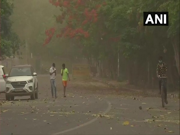 Sultry weather troubles residents as rain eludes Delhi
