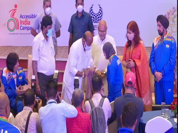 Union Ministers felicitate Tokyo Paralympics winners