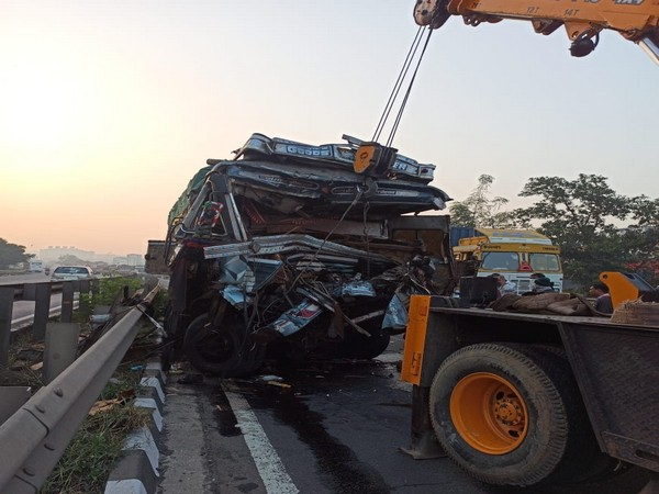 3 dead, 10 injured in two accidents on Pune-Mumbai Highway