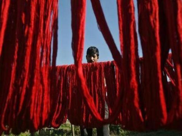 Priyanka Gandhi interacts with weavers from Varanasi, assures Cong support