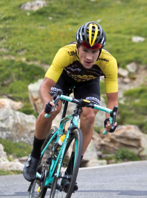 Cycling-Roglic back in red after third Vuelta stage win