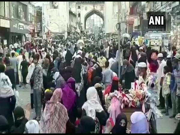Locals defy COVID norms at Hyderabad's Charminar area