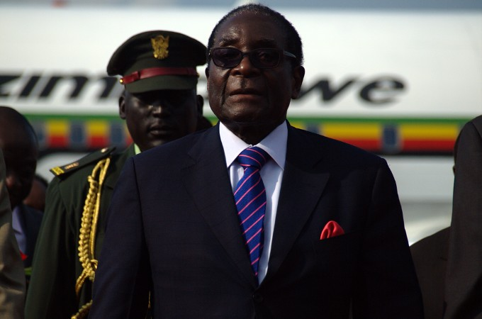 Mugabe's family agree to burial at 'heroes' monument