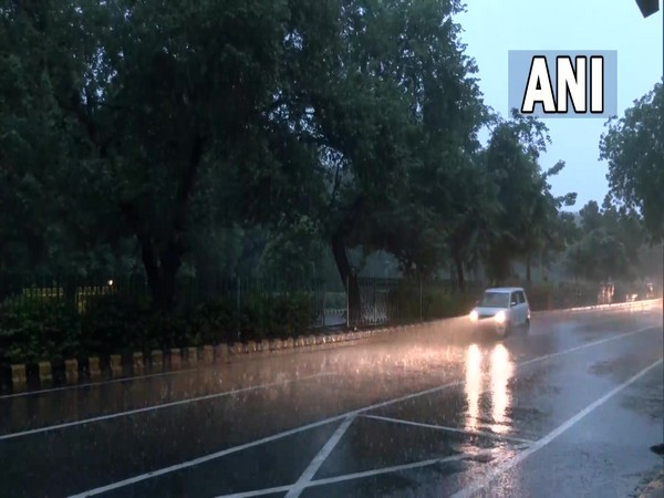 Rain lashes parts of Delhi