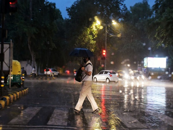 IMD predicts thunderstorms, moderate to heavy intensity rains in Delhi-NCR during next 2 hours