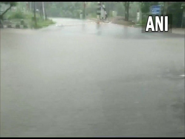 Heavy downpour lashes Delhi, leaves several areas waterlogged