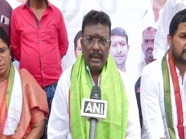 Telangana Congress stages protest, demands that state govt fulfil its promises to barber community