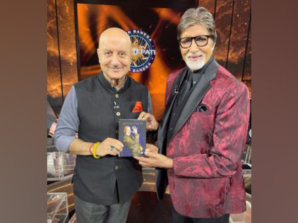 Anupam Kher meets Amitabh Bachchan to present his book on KBC set