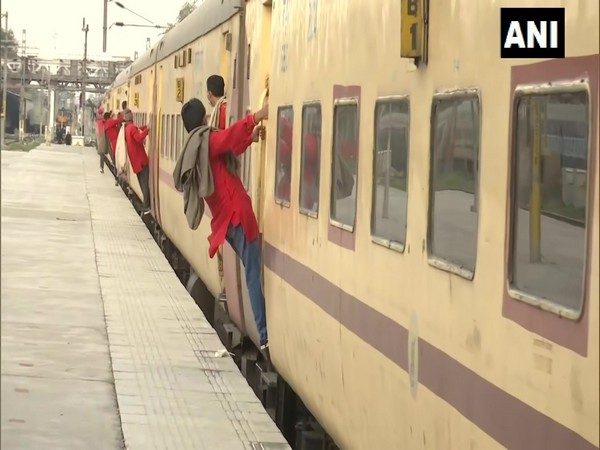 Maha: Downpour disrupts train traffic in Kasara, Karjat sections of Central Railway