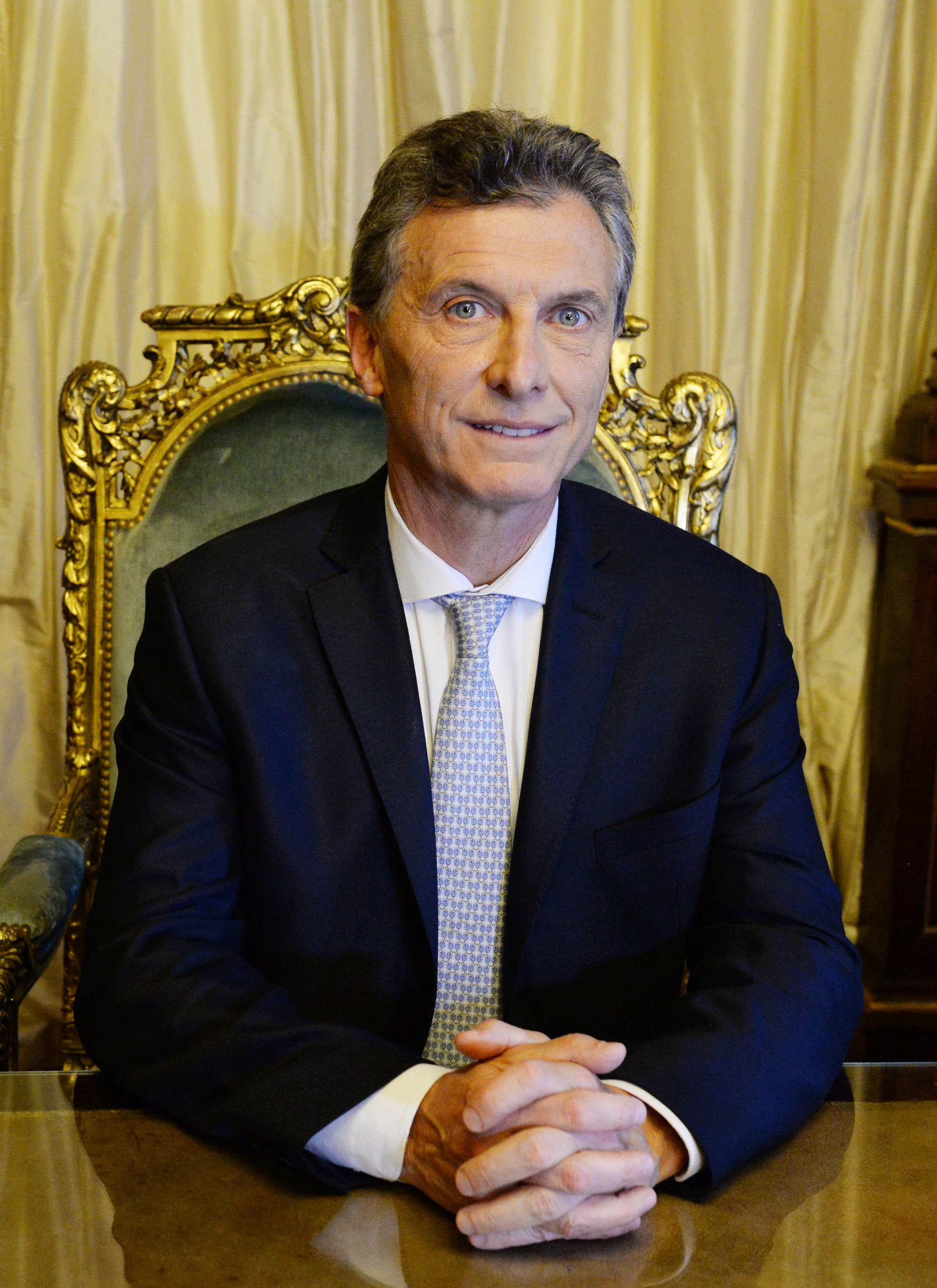 UPDATE 1-Macri's key rivals in Argentina presidential election strike alliance with centrist