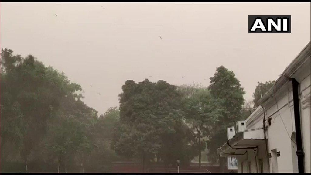 Light rains, duststorm bring mercury down by 10 degrees in Delhi