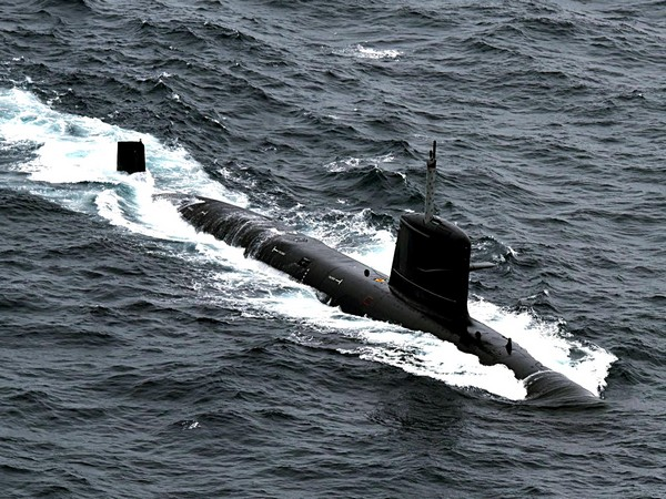 Japan forces detect suspected Chinese submarine near Amami