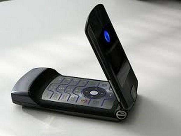 Motorola Razr is most difficult to repair, iFixit teardown reveals