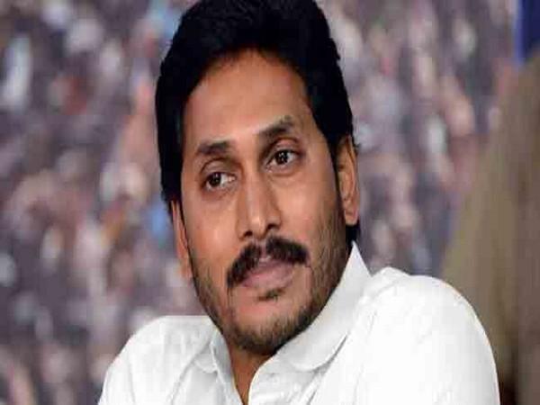 Jagan Mohan Reddy halts convoy to help cancer patient