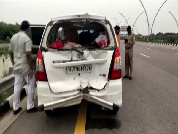 Two killed in road accident on Lucknow-Agra Expressway