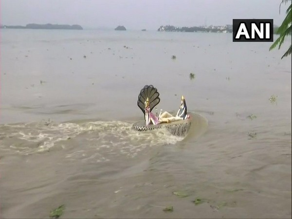 Guwahati: Brahmaputra continues to flow above danger level