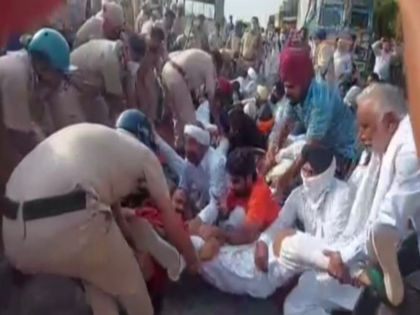 Noida: Farmers stage sit-in outside jail, demand release of fellow protesters