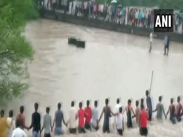 MP: Locals form human chain to rescue 2 people who were washed away in an overflowing stream