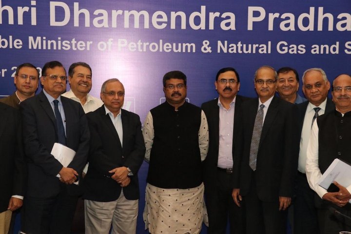 Steel Minister calls upon industry to fulfill requirements of niche sector