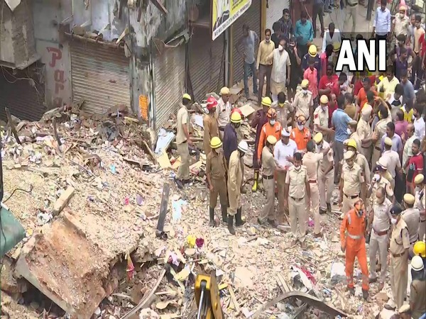 2 killed, 3 rescued after building collapses in Delhi's Sabzi Mandi area