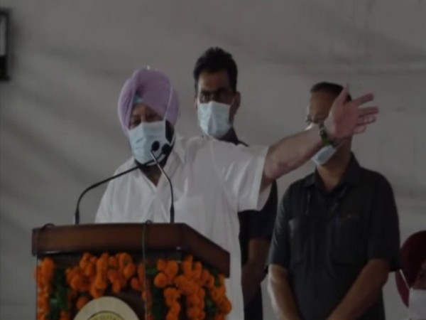 Amarinder Singh urges agitating farmers to shift out of Punjab