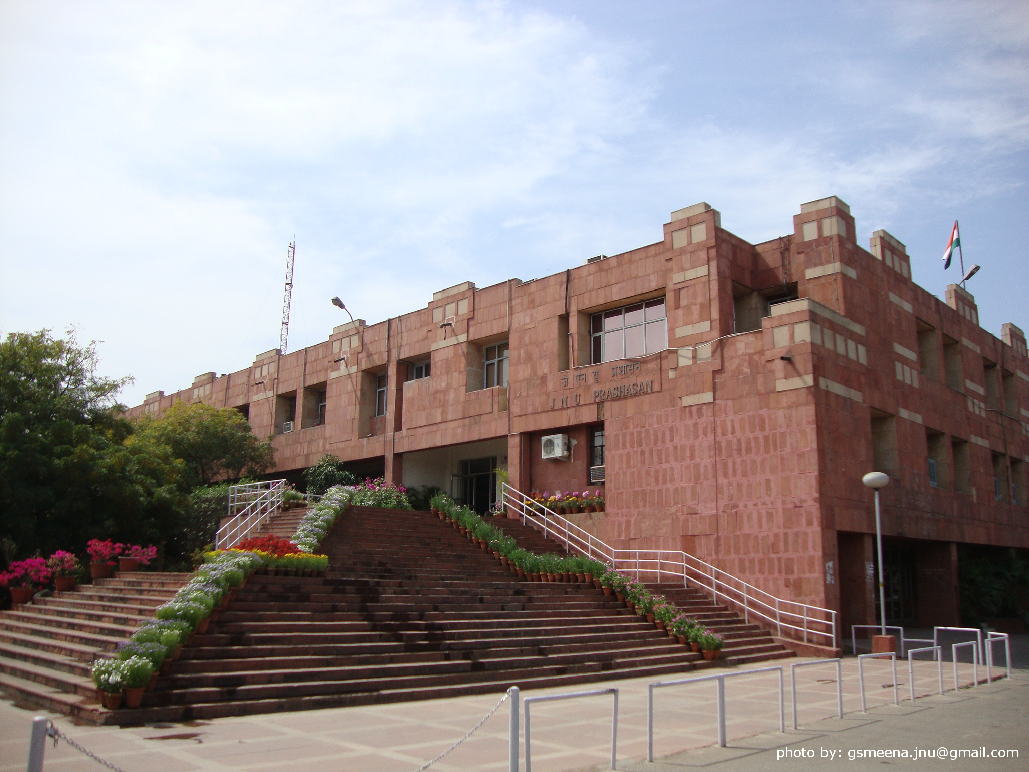 JNU student commits suicide in study room