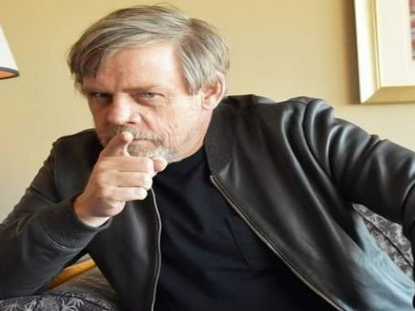 Mark Hamill deletes his Facebook account over political ads