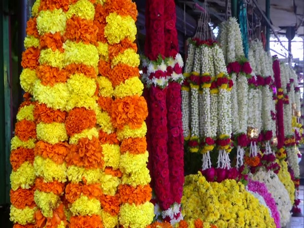 Sales of flowers fall in Hyderabad on Makar Sankranti