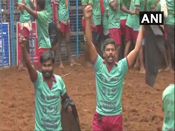Tamil Nadu: Two bull tamers detained for showing black flags, shouting slogans against farm laws in Jallikattu event