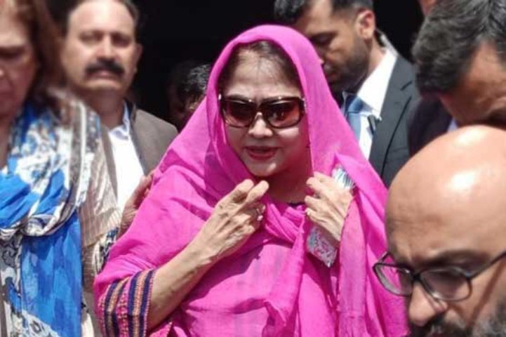 Pak anti-graft body arrests ex-Prez Zardari's sister in fake accounts case