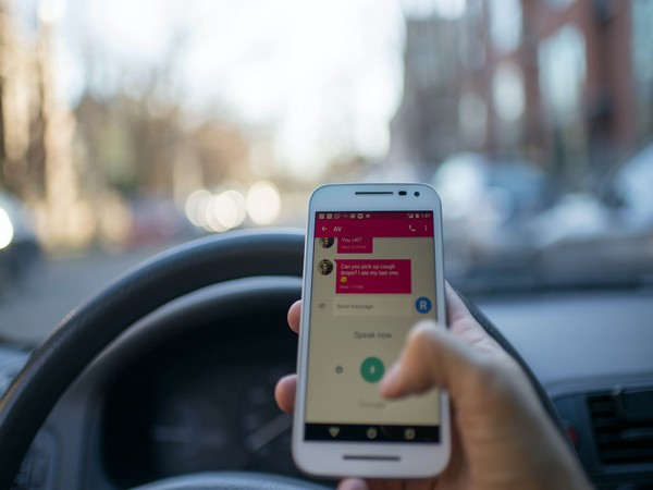 Cellphone use while driving tied to other risky road behaviours in young adults: Study