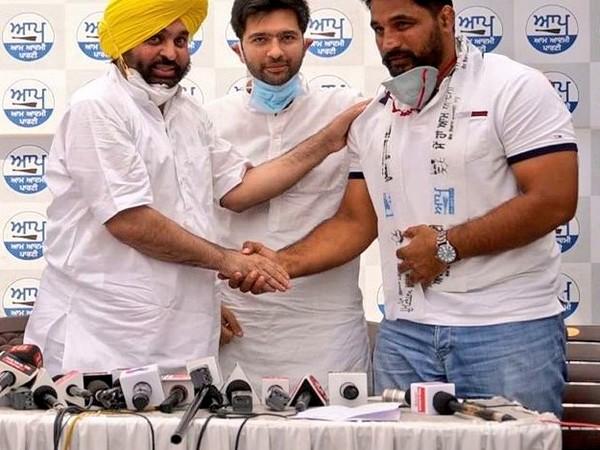 Ahead of Punjab polls, international Kabaddi player Gurlal Ghanaur joins AAP