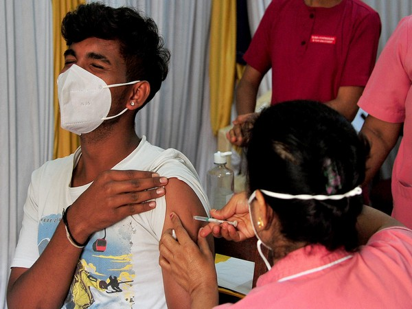 India reports 38,792 new COVID-19 cases, 624 deaths