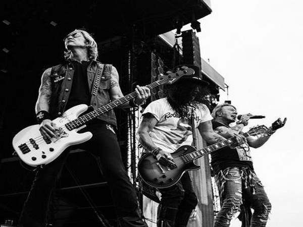 Guns N' Roses settles lawsuit over 'Guns 'N' Rose' beer
