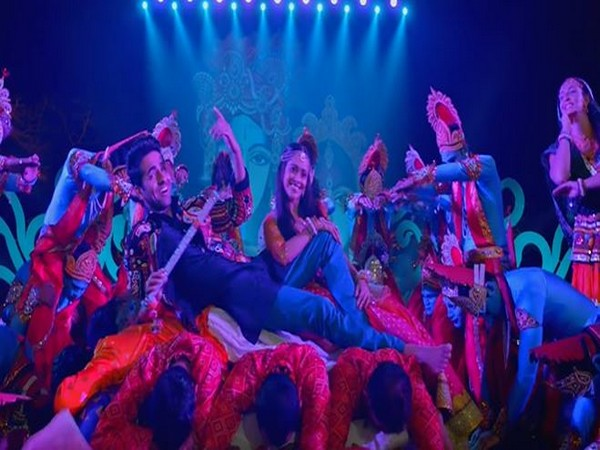 Groove with Ayushmann, Nushrat on 'Radhe Radhe' from 'Dream Girl'