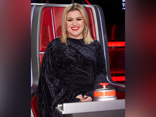 Kelly Clarkson responds after Twitter user says her marriage 'didn't work' due to her busy schedule