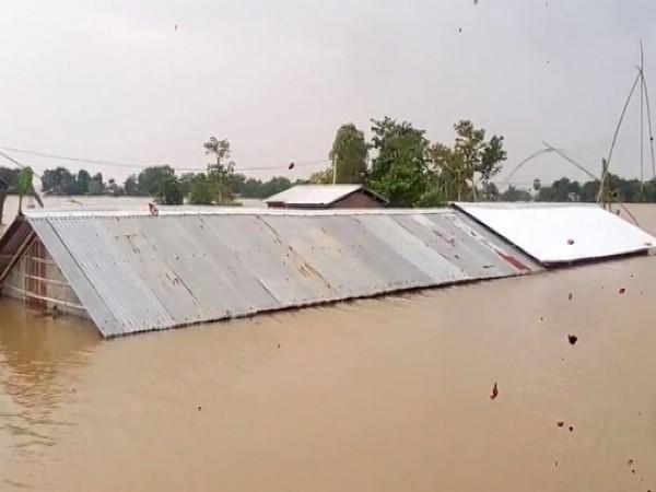 Flooding displaces hundreds of people around Kenya's Lake Naivasha