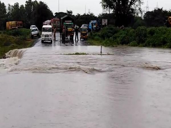 Andhra Pradesh: Road washed away in rains in Guntur