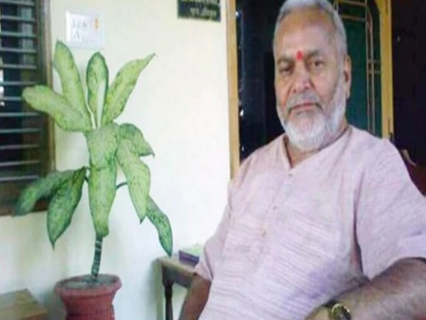 Law student who accused former Union minister Chinmayanand of sexually harassing her disowns statement
