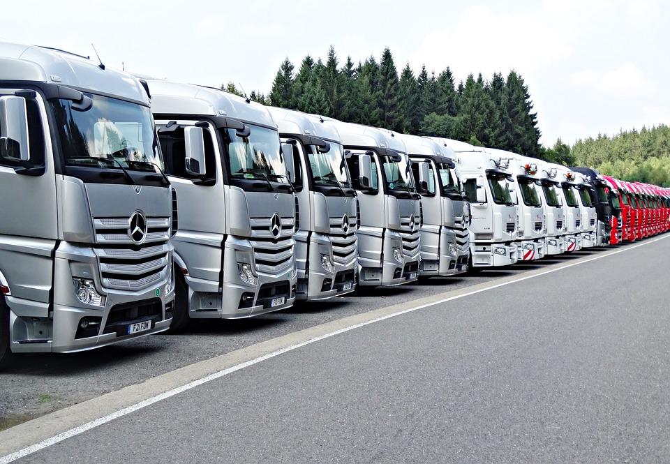 Self-driven electric trucks hit Swedish roads to battle climate change