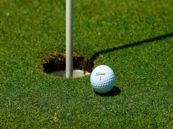 Golf-British Open leader Oosthuizen starts third round
