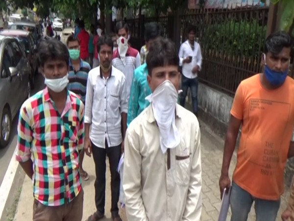 Having lost jobs, workers urge Shivamogga administration to send them back to West Bengal